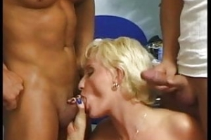 Blond short Hair bitch get two great cocks